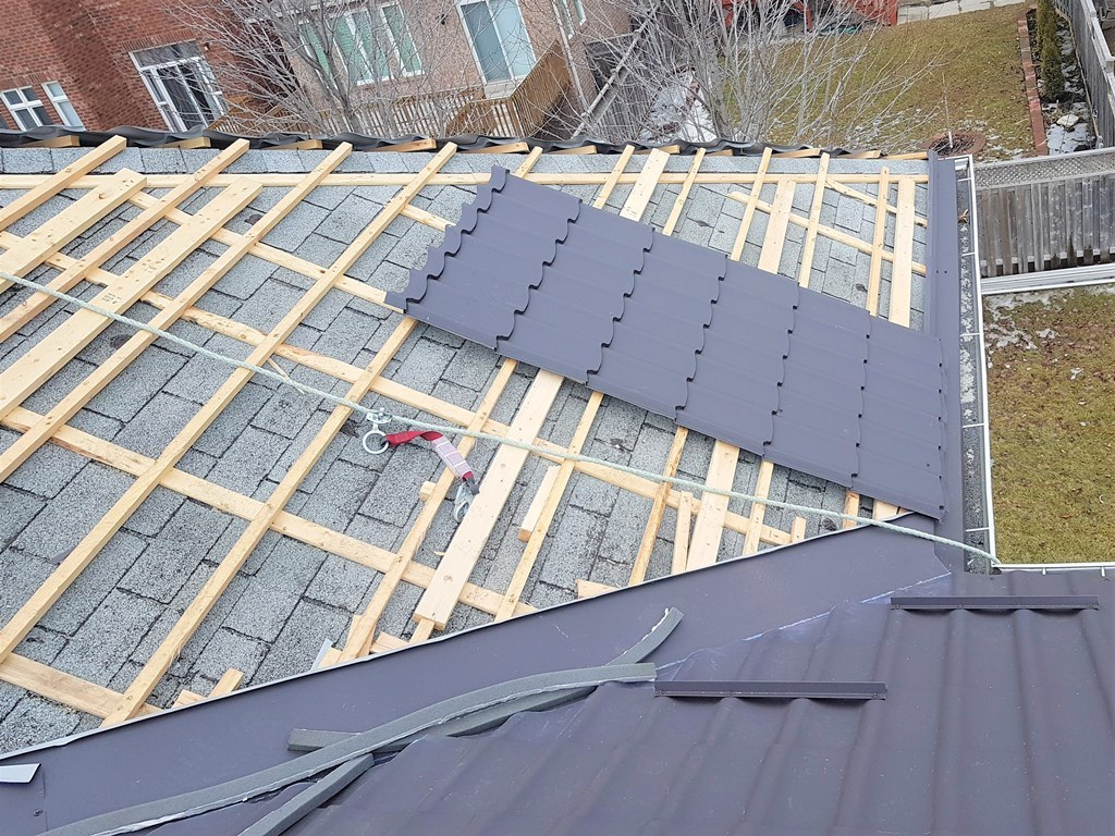 Metal roof project installation in Richmond Hill