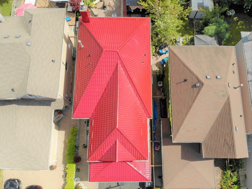 Metal roof project installation in Markham