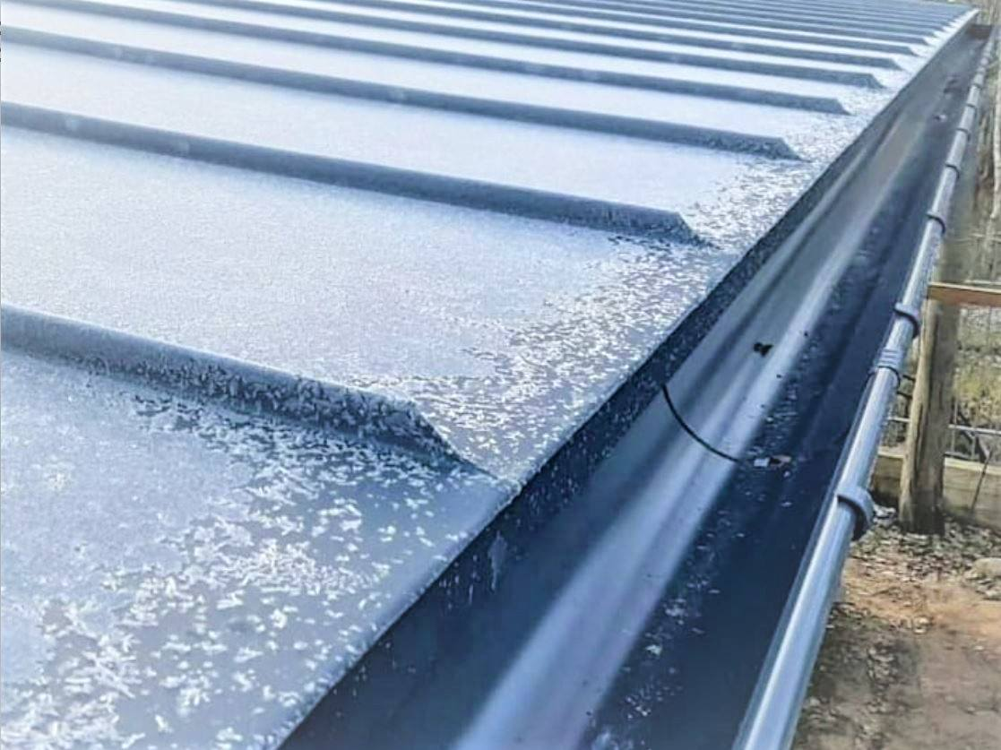 Seamless metal roof: classical or mechanical standing seam profile